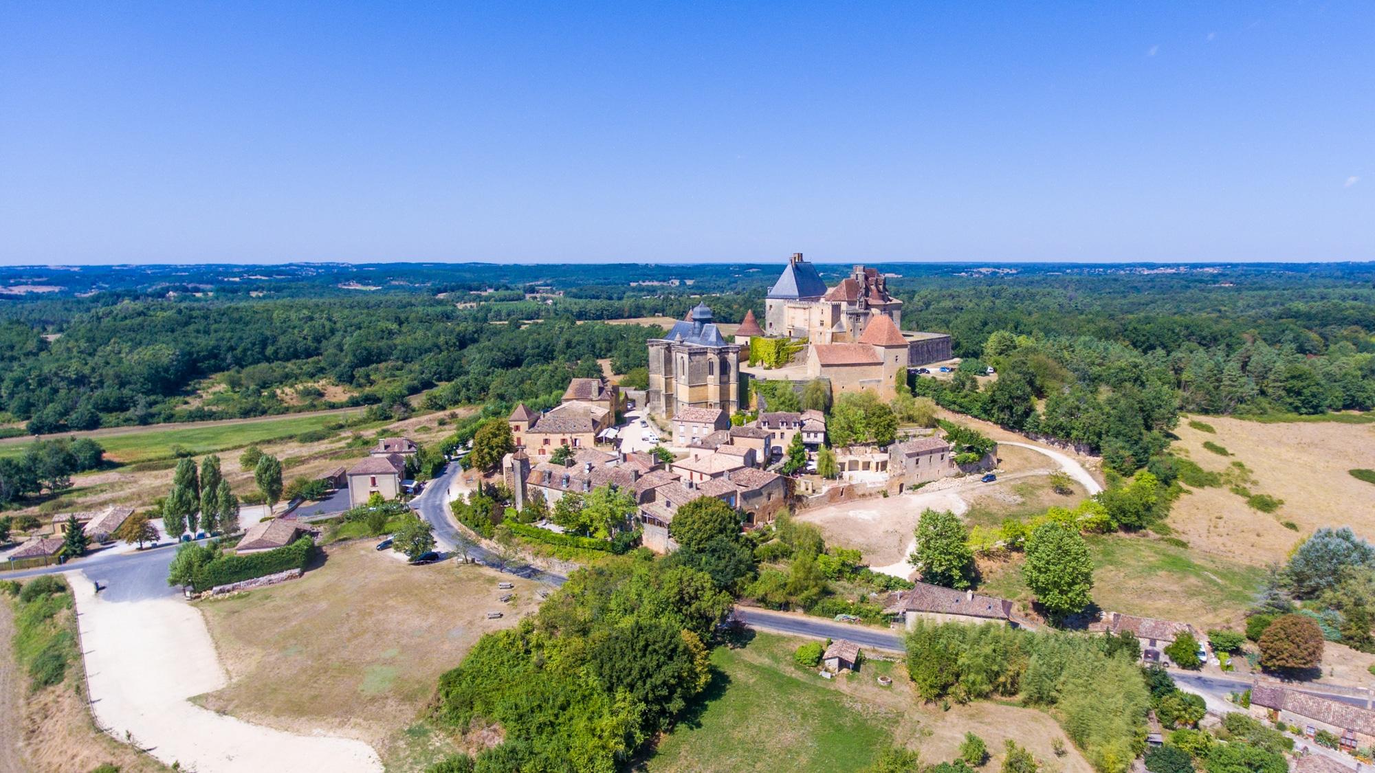 chateau de biron drone