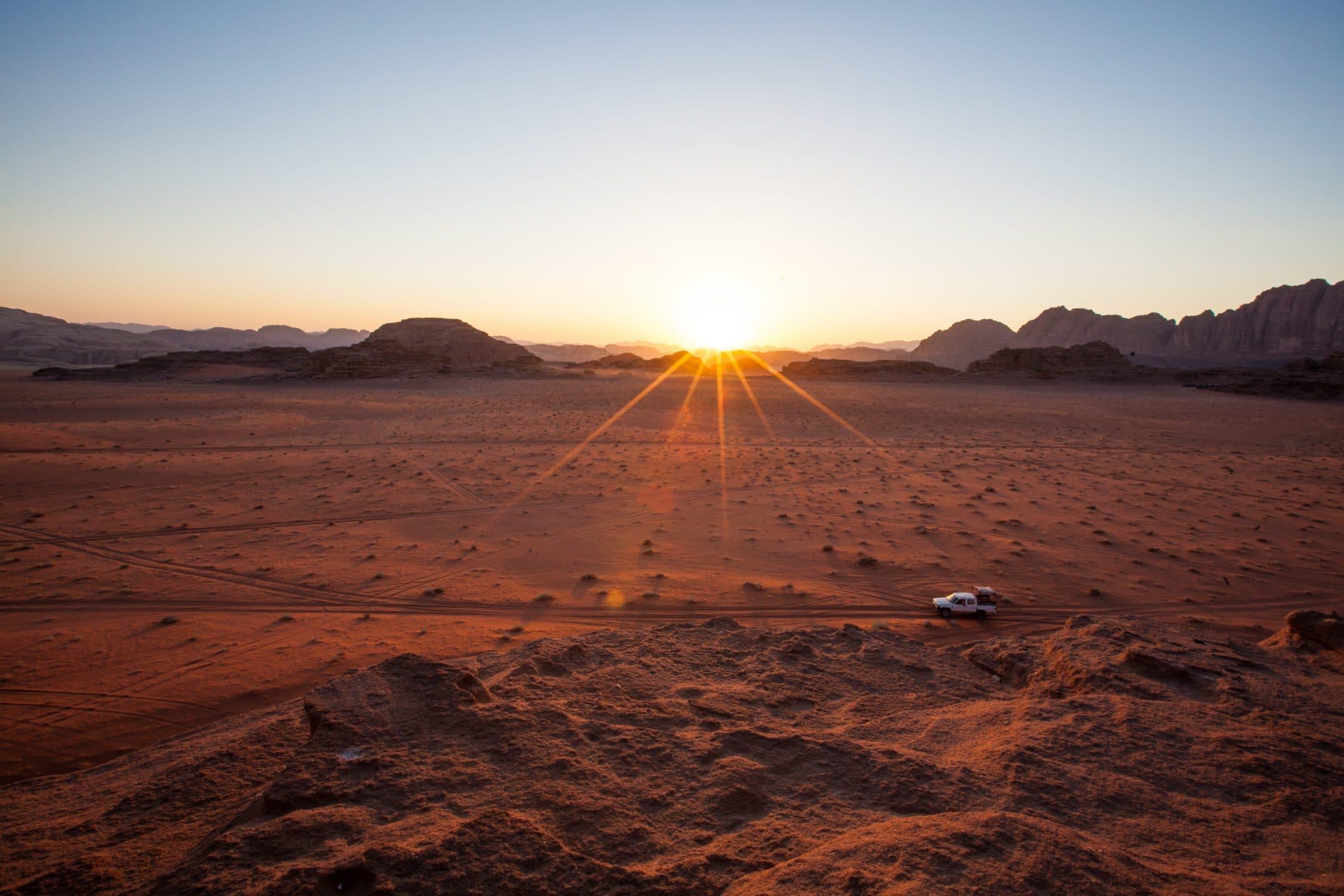 coucher de soleil wadi rum desert