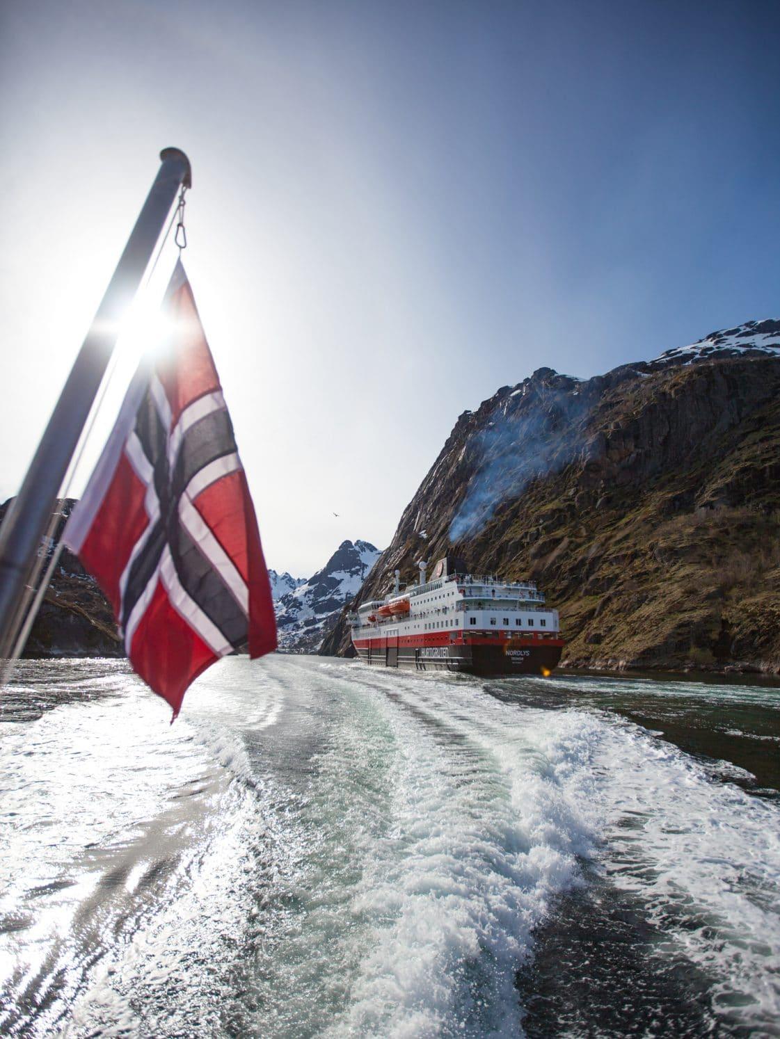 trollfjord hurtigruten lofoten norvège
